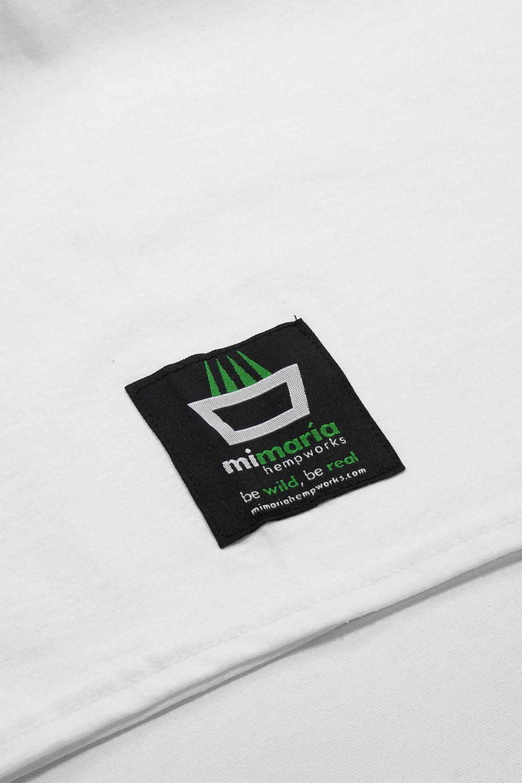 Detalle etiqueta camiseta mimaría color blanco