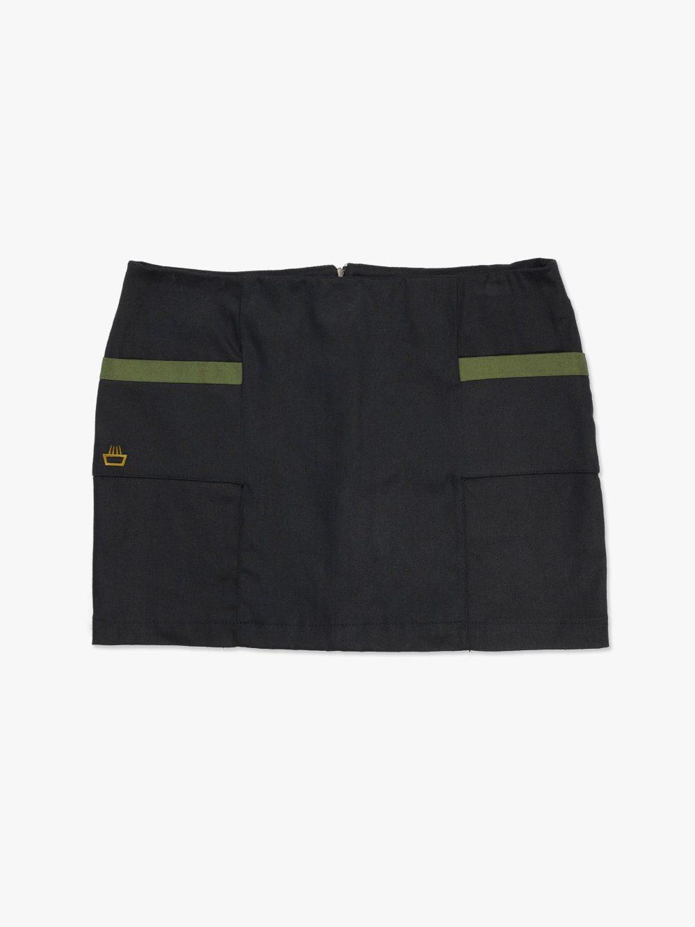 minifalda de cáñamo edición limitada diseño exclusivo mimaria hempworks color negro con detalles verde oliva fabricada a mano en Asturias