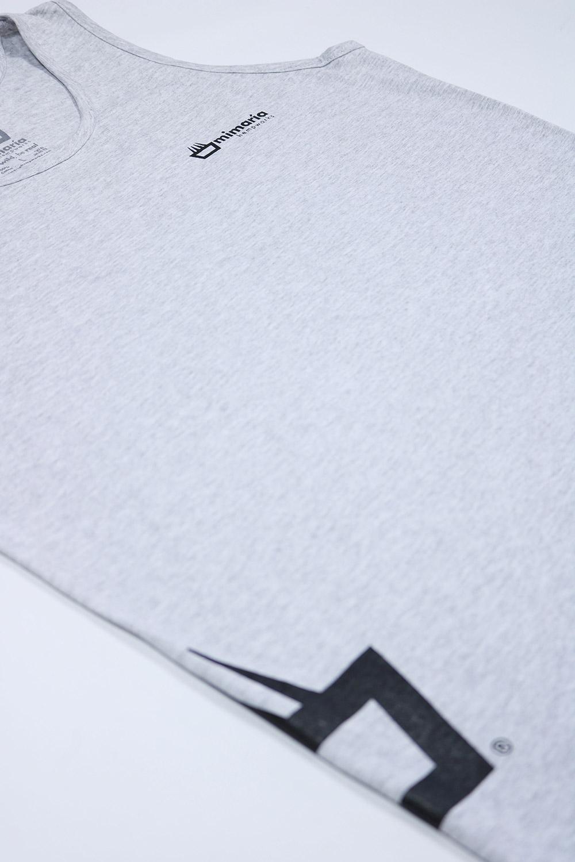 Camiseta de tirantes mimaría street photosynthesis de color gris con el logo en el costado
