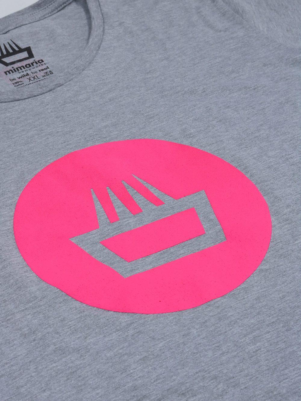 Camiseta mimaría hempworks para chica de color gris y logo negative fucsia