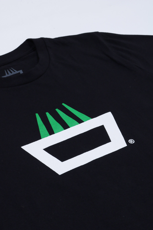 Detalle logo camiseta mimaría hempworks color negro